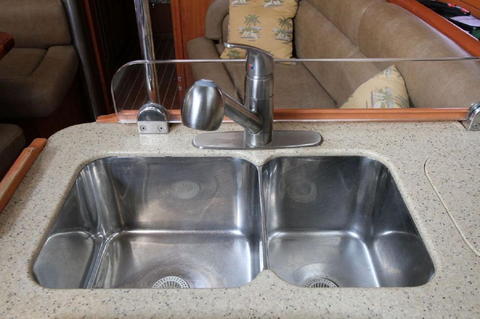 2008 Hunter 45 CC - Double Stainless Sinks