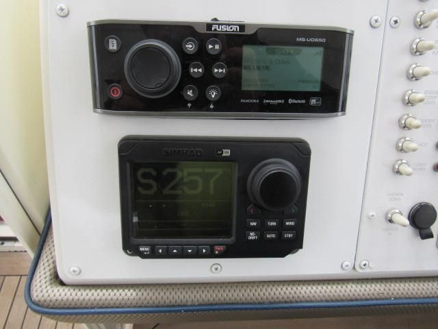 2004 Fountain 48 Express Cruiser - Helm / Electronics & Navigation 5