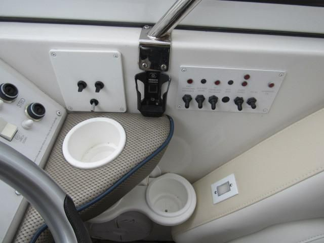 2004 Fountain 48 Express Cruiser - Helm / Electronics & Navigation 7