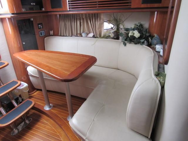 2004 Fountain 48 Express Cruiser - Salon 1