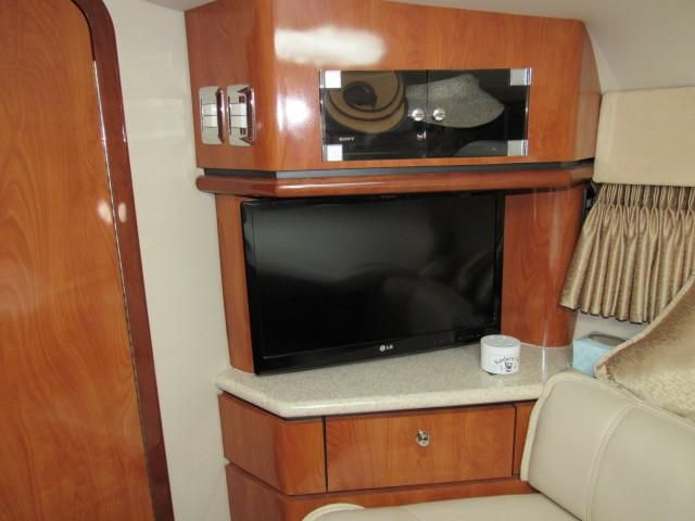 2004 Fountain 48 Express Cruiser - Salon 3 - TV