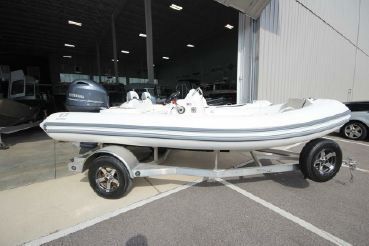 2021 Zodiac Yachtline 490 Deluxe NEO GL Edition 90hp On Order
