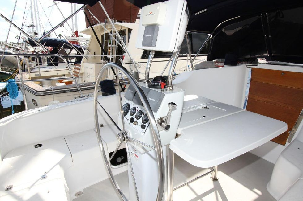 2005 Catalina 350 - 35 Catalina 350 Helm Station with Cockpit Table extended