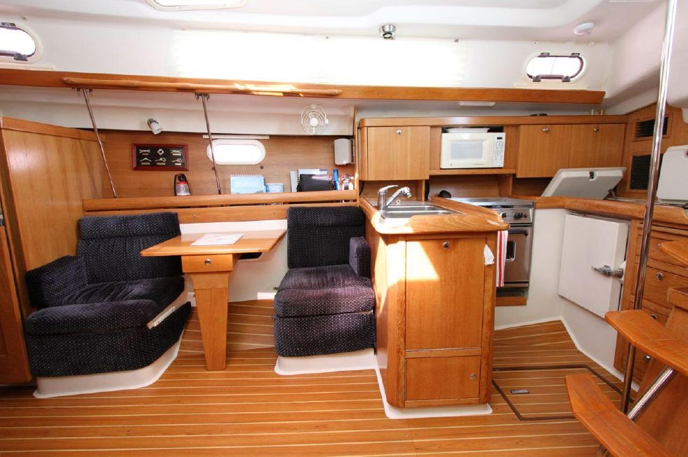 2005 Catalina 350 - 35 Catalina 350 Settee 'n Galley