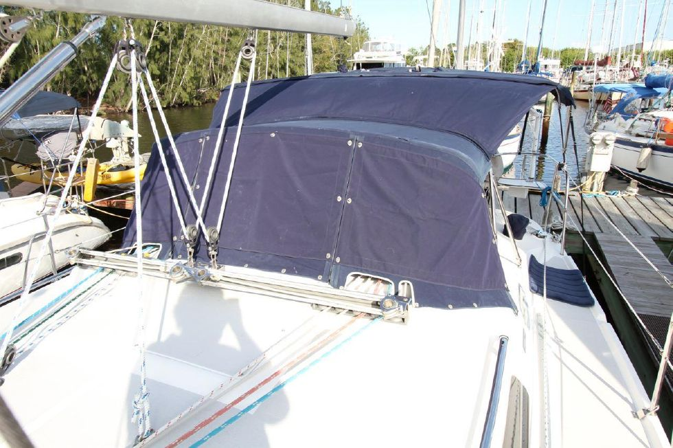 2005 Catalina 350 - 35 Catalina 350 Covers over Isenglass Dodger
