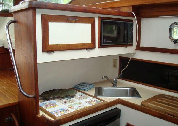 Cape Dory 30 Flybridge image