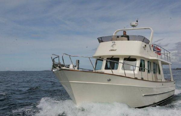 2018 Explorer Motor Yachts 43 Sedan
