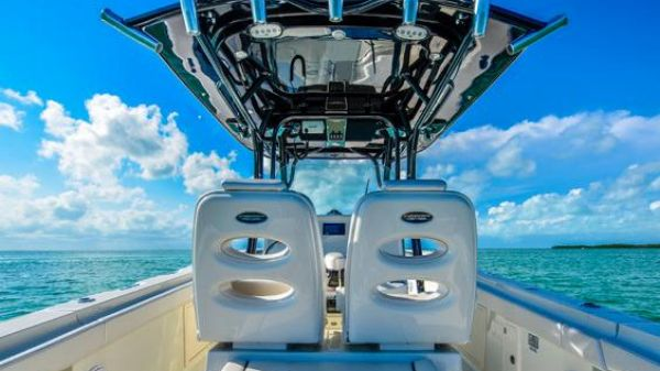 Hydra-Sports 3400 Center Console Manufacturer Provided Image