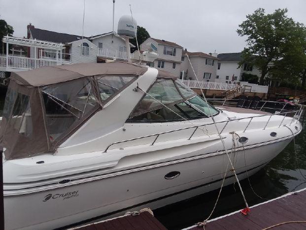 1999 Cruisers Yachts