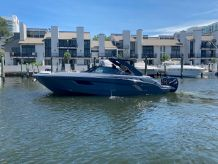 2021 Cruisers Yachts 338 South Beach Edition Bow Rider