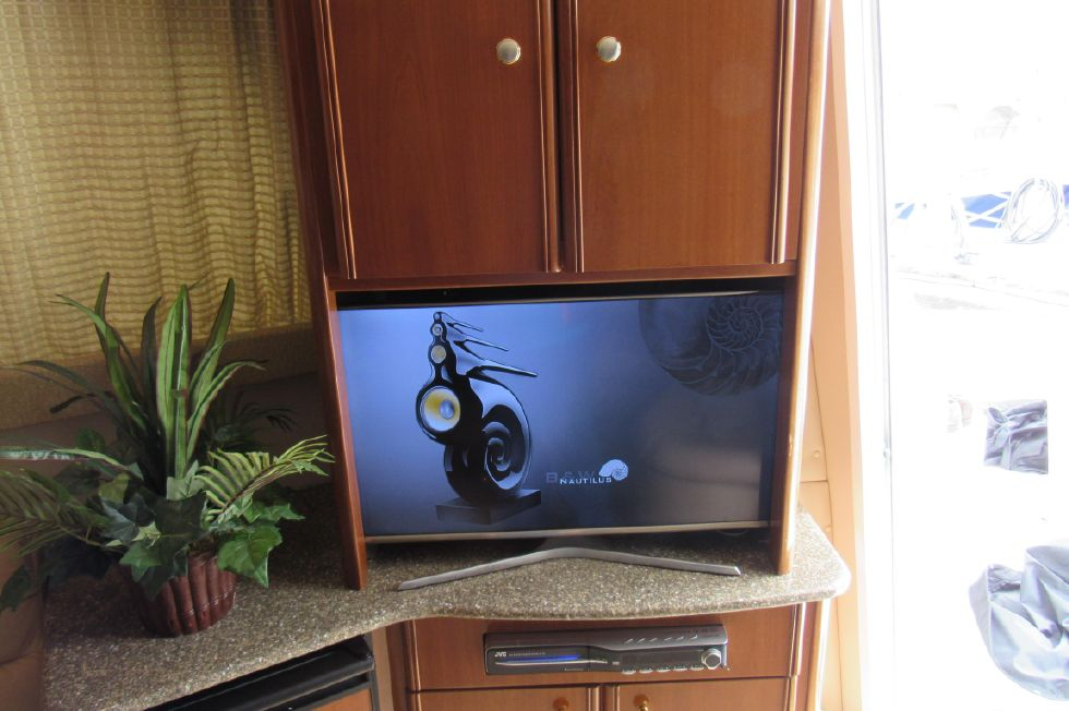 TV Integrated with Stereo Speakers