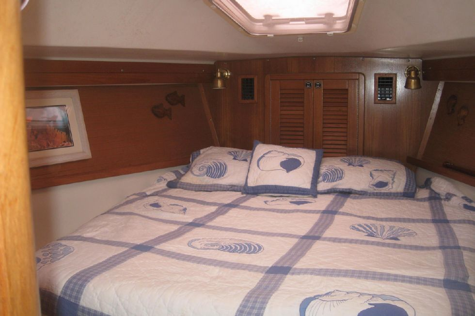 Catalina 42 Centerline Queen