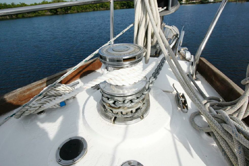 Windlass dual anchor rollers