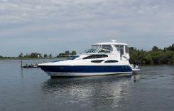 2004 Cruisers Yachts 455 Express Motoryacht