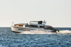 2022 Delta Powerboats 33 Coupe