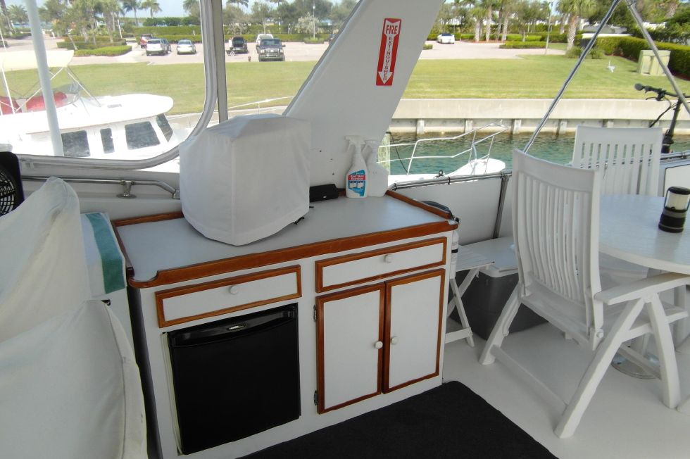 1980 Hatteras 61 Motor Yacht - Hatteras 61 Motor Yacht Bridge Facing to Port