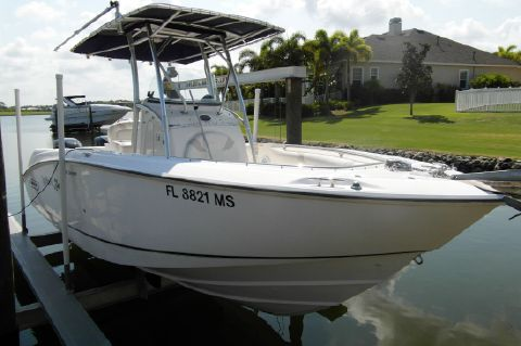 2004 Boston Whaler 240 Outrage - 2004 Boston Whaler 240 Outrage