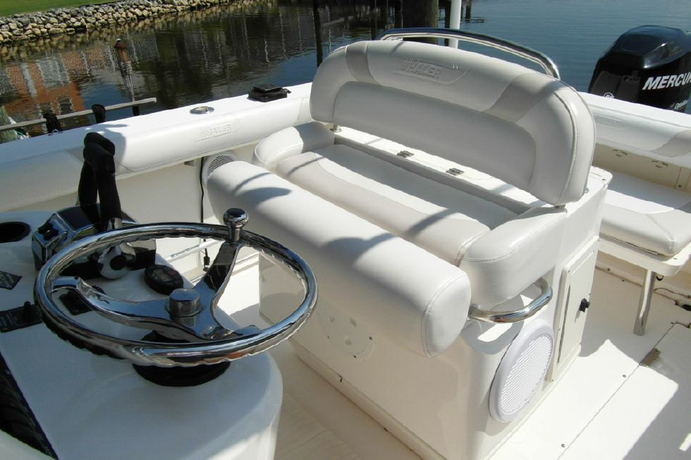 2004 Boston Whaler 240 Outrage 24 Boats for Sale - Edwards Yacht Sales