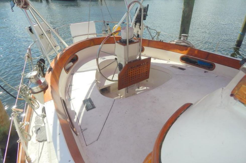 Cockpit Aft to Port