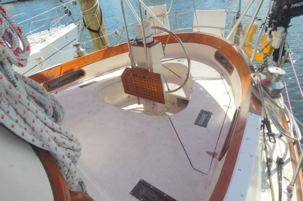 Cockpit Aft to Starboard