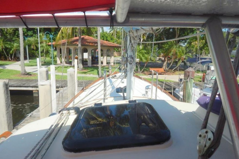 Pilothouse Hatch Forward
