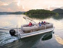 2021 Sun Tracker PARTY BARGE® 22 DLX