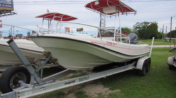 Boston Whaler Outrage 210