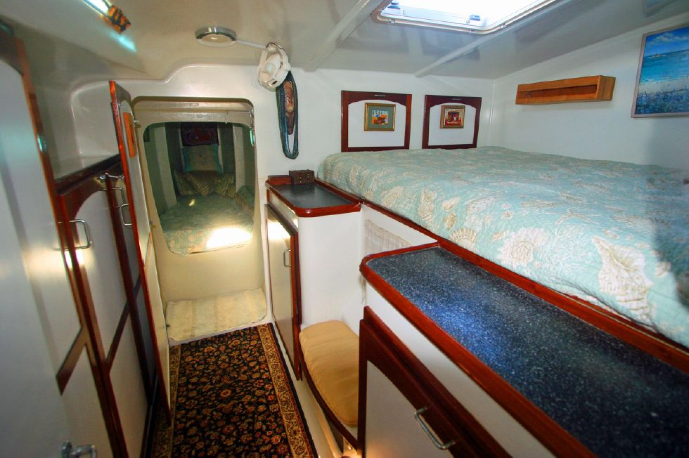 Grainger Catamaran Port Queen Stateroom