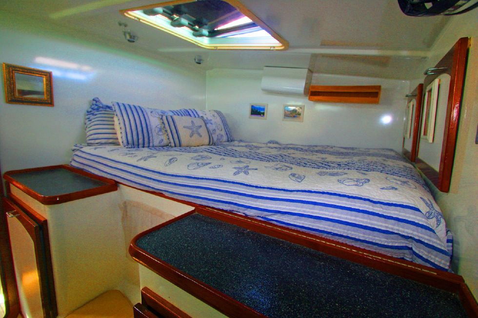 Grainger Catamaran Stbd Queen Stateroom