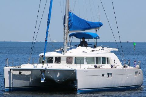 2006 Lagoon 440 - Port bow view