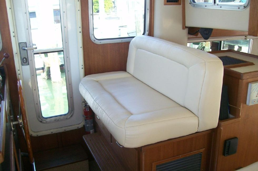 34 American Tug, Captain Chair