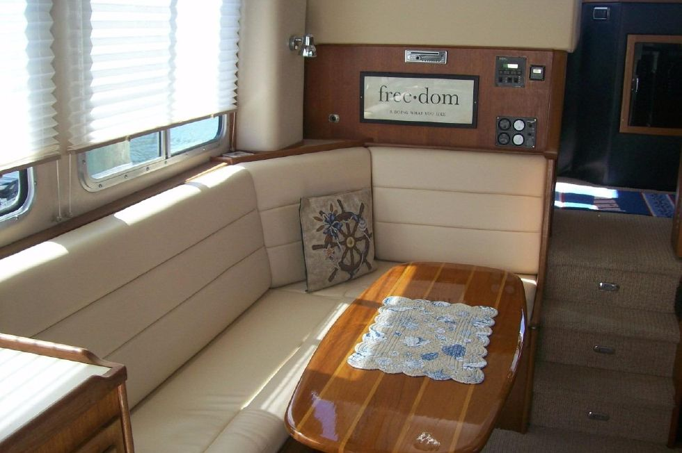 34 American Tug, Saloon New Cushions