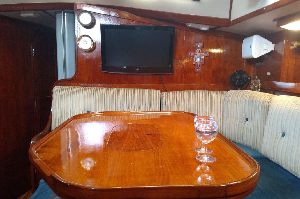 1981 Pearson 530 Edwards Yacht Sales New Brightwork