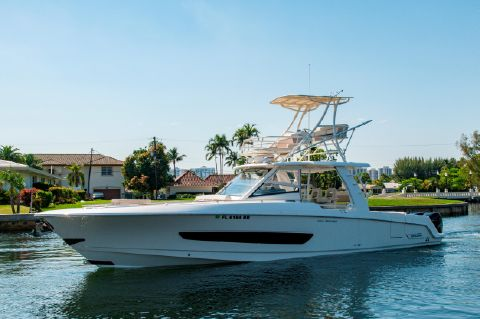 2016 Boston Whaler 420 Outrage - 42' Boston Whaler 420 Outrage Profile