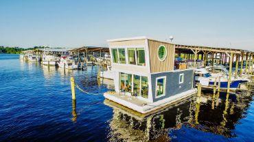 "2017 Custom ""Home AWave"" Houseboat Built by St Johns Shipyard"