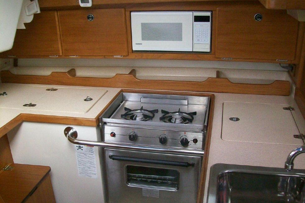 36 Catalina Spotless Galley