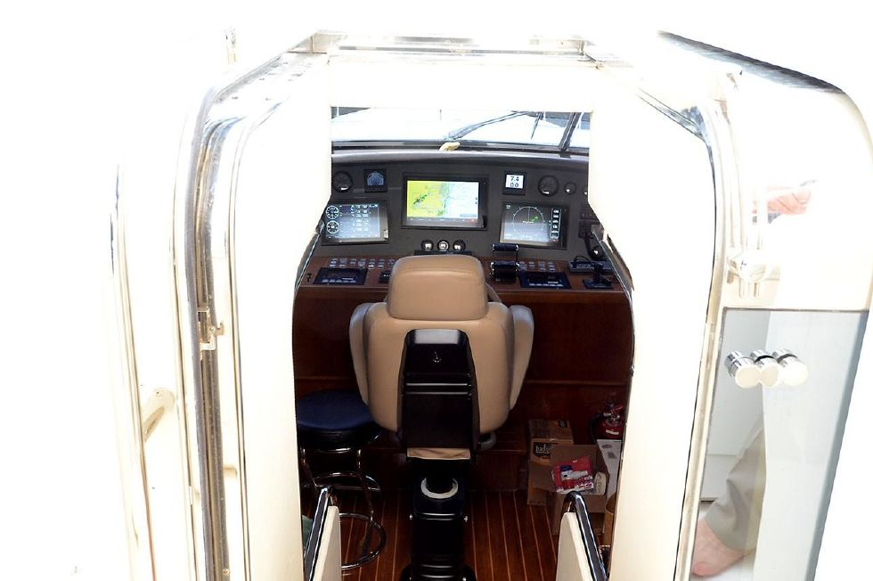 Pilothouse Entrance from Flybridge