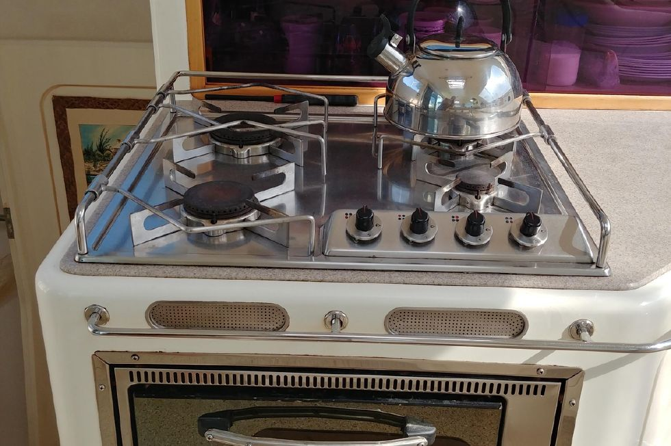 Galley 4-br lpg stove and oven
