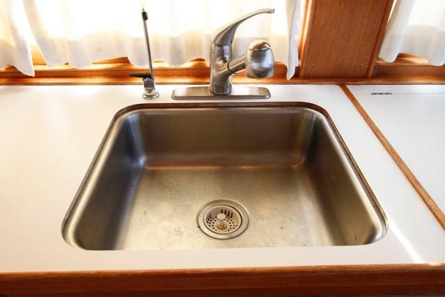 1988 Grand Banks 49 Classic - Grand Banks 49 Galley Sink