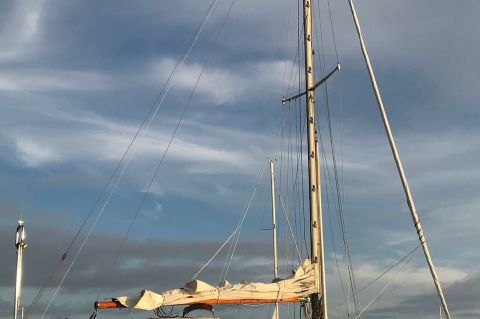 1963 Alberg Sloop - Spinnaker pole on mast track
