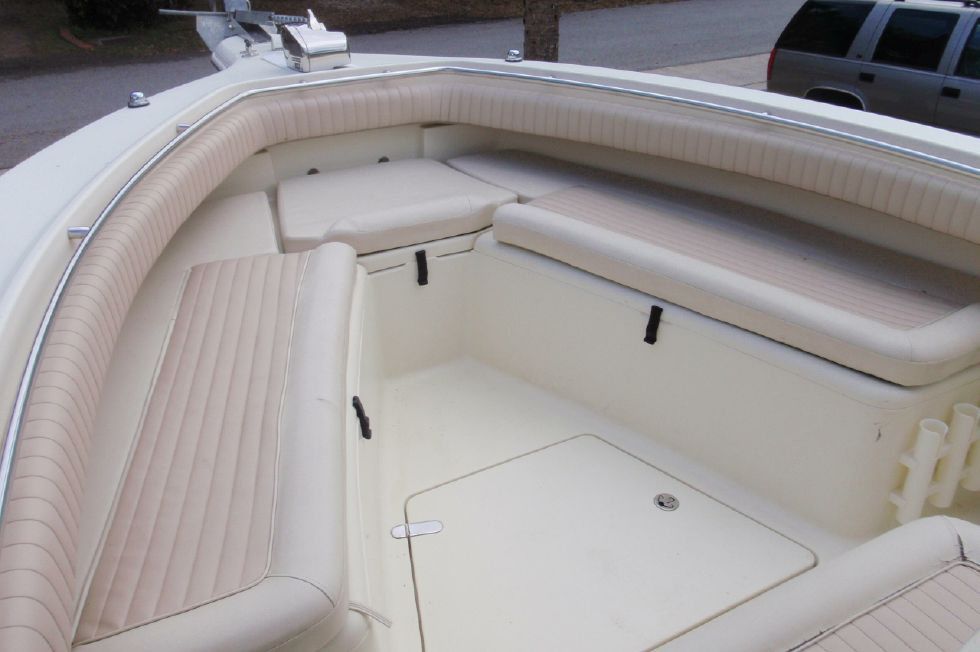 2001 Scout 280 Sportfish - Bow Seating and Storage