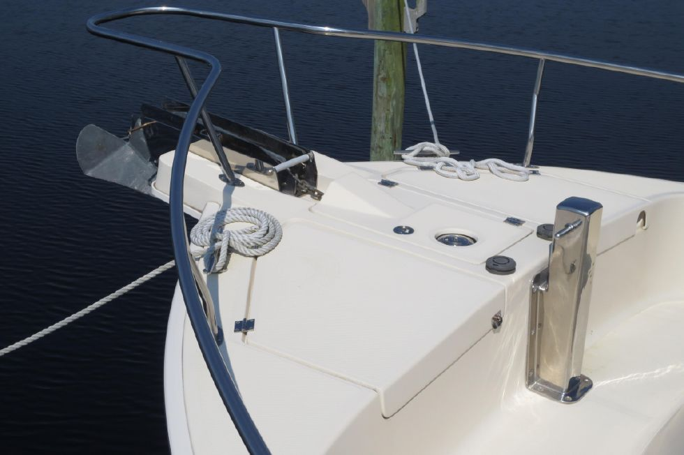 2005 Mainship 40 Trawler - Fore Deck