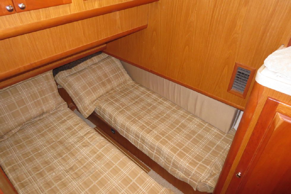 2005 Mainship 40 Trawler - Guest Stateroom
