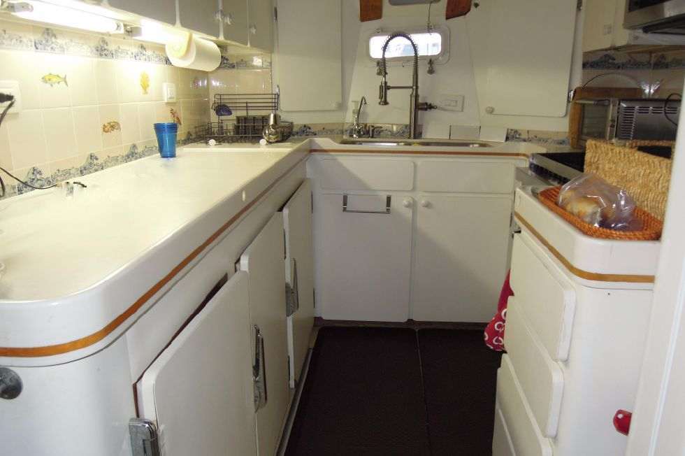 1986 Stephens Deck Saloon - Galley