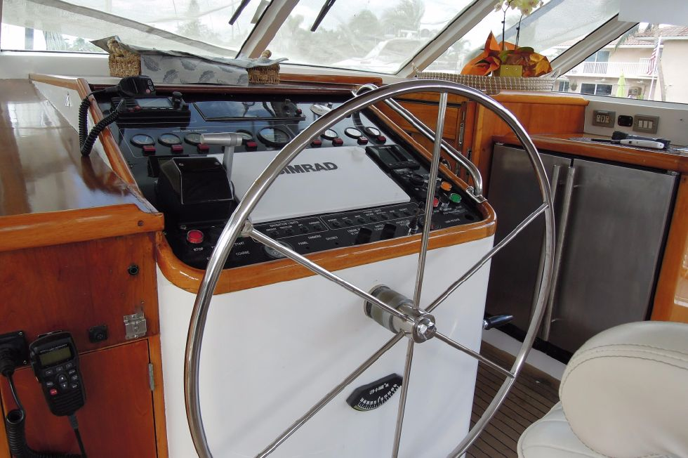 1986 Stephens Deck Saloon - Newly fitted dashboard at helm