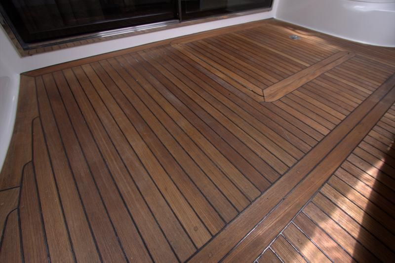 2000 Sea Ray 560 Sedan Bridge - Teak Deck