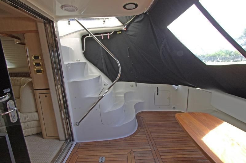 2000 Sea Ray 560 Sedan Bridge - Steps to Flybridge