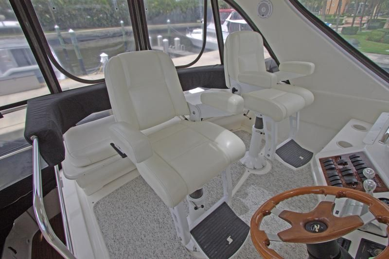 2000 Sea Ray 560 Sedan Bridge - Stidd Helm Chairs