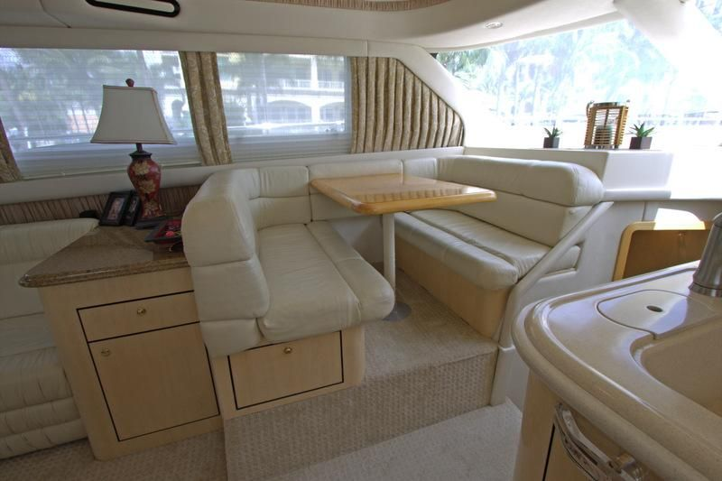 2000 Sea Ray 560 Sedan Bridge - Dinette