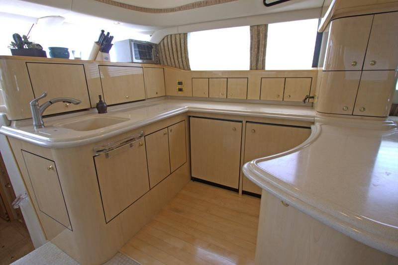 2000 Sea Ray 560 Sedan Bridge - Galley